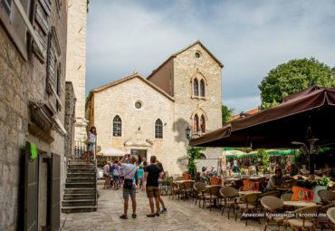 Церковь Св. Иоанна и Епископский дворец