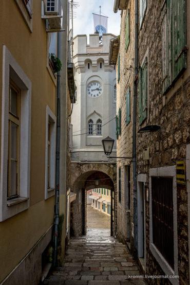 Часовая башня и Главные ворота