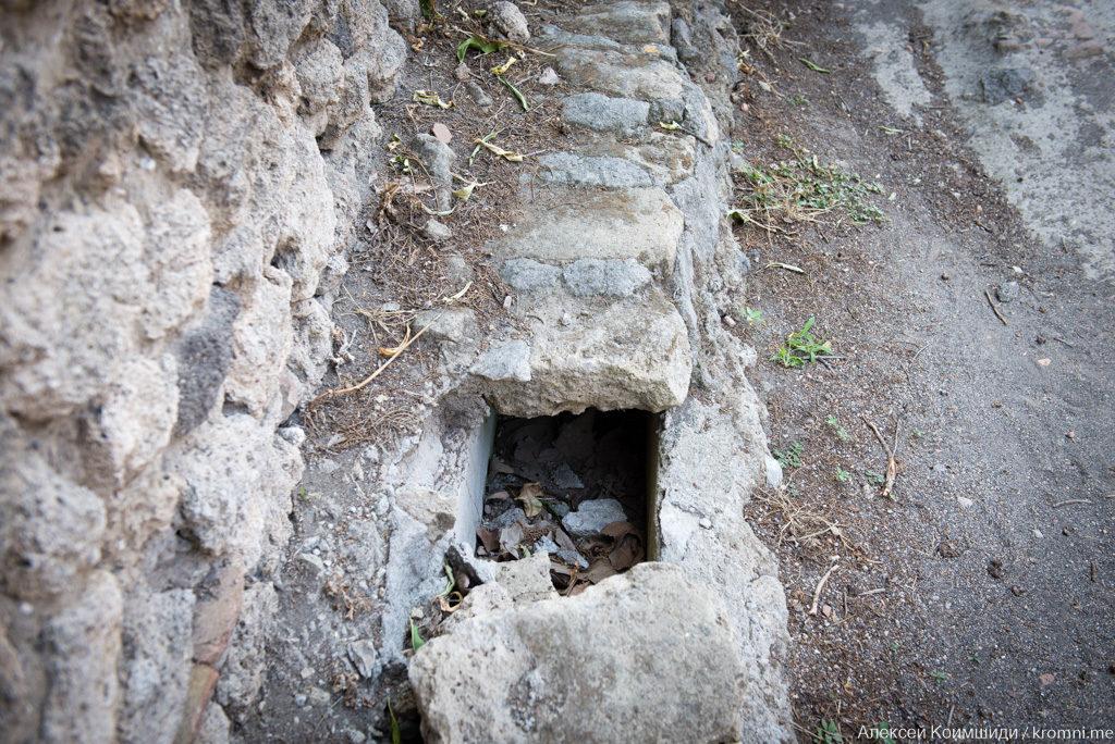 Индивидуальная экскурсия по Древним Помпеям. Канализационный канал