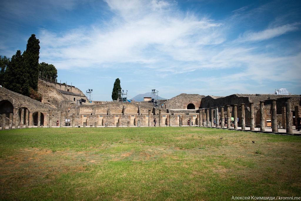 Индивидуальная экскурсия по Древним Помпеям. Перистиль Большого театра