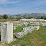 Доклеа. Постамент с уничтоженной римской надписью