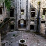 Форт Мамула. Внутренний дворик башни.