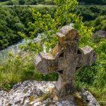Монастырь Шудикова. Старое надгробие