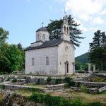 Дворцовая церковь на руинах старого монастыря